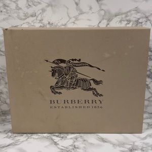 ⭐️ SOLD ⭐️ Authentic Burberry XL Storage Gift Box